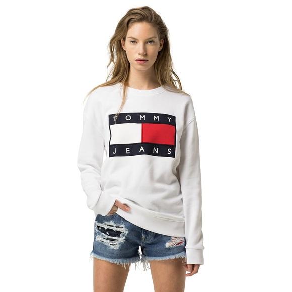 8127979e2 Tommy Hilfiger White Women's Flag Sweatshirt. M_5b70e1cb409c1515842a6776